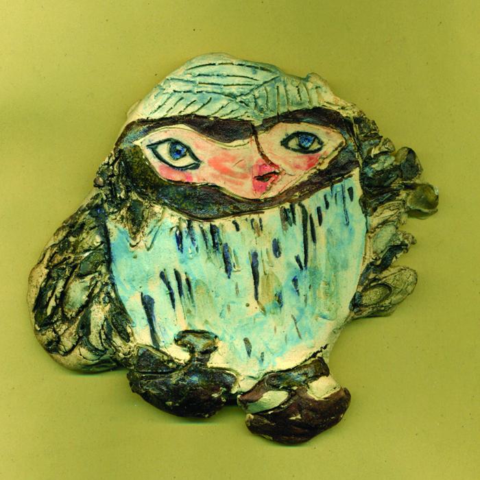 Figura vrapca izvedena u keramici