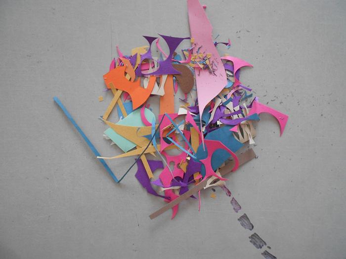 Ostaci papira nastali u procesu rada na ilustracijama