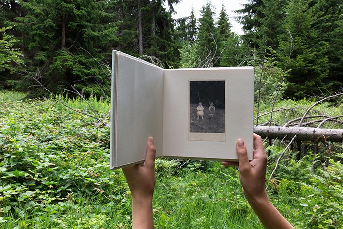 Fotografija same knjige je napravljena na mestu gde je pre 49 godina nastala fotografija na stranici (levo mama u 2. godini, desno ja)